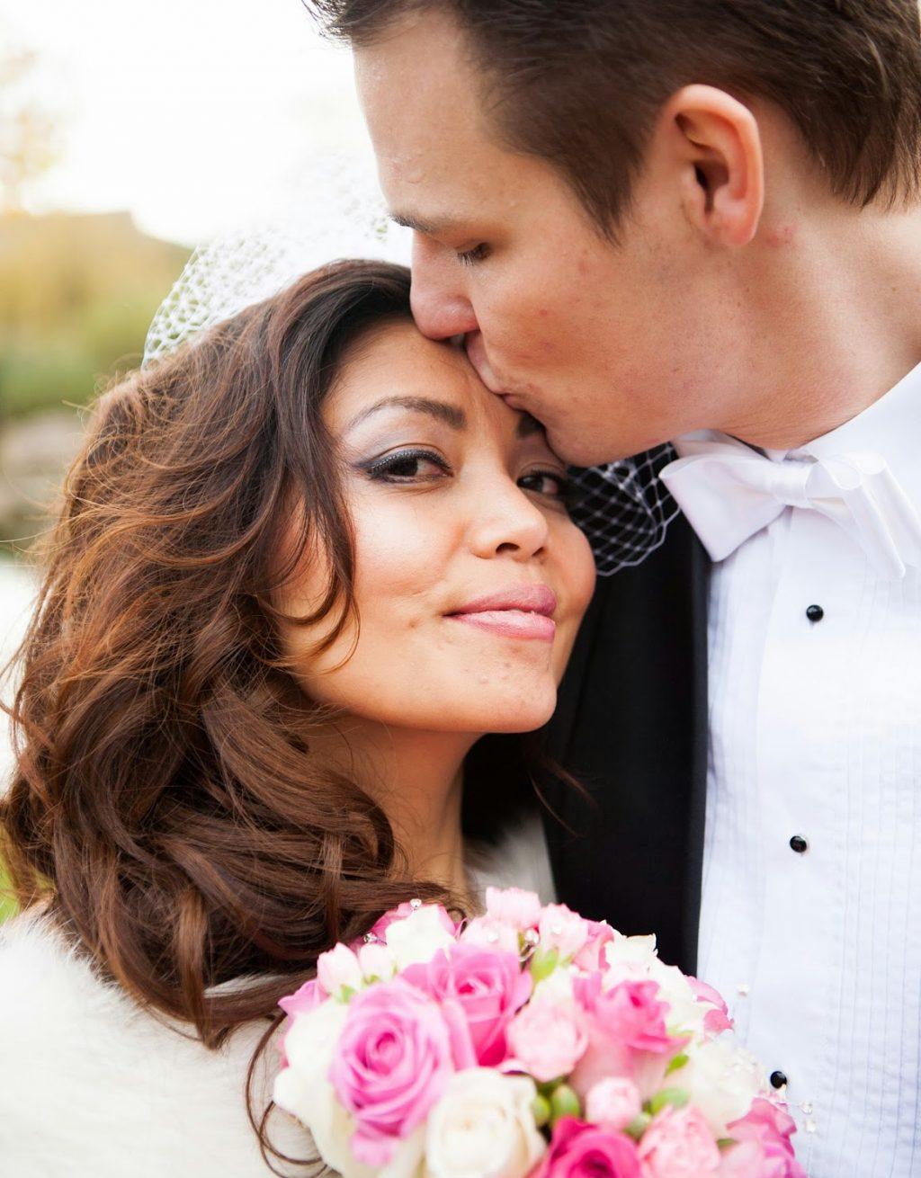 img src=wedding photography bristol.jpg alt=wedding couple (13)